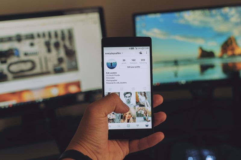 como comprar seguidores no instagram comercial